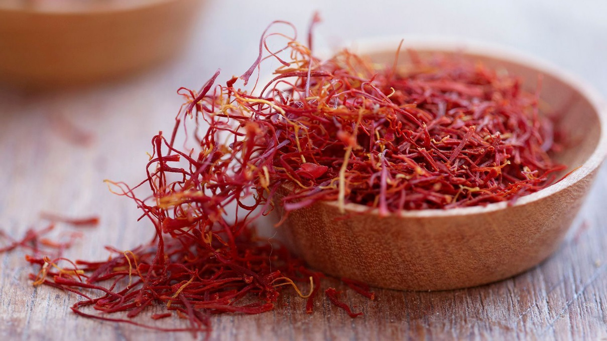 cach-su-dung-saffron-nhuy-hoa-nghe-tay
