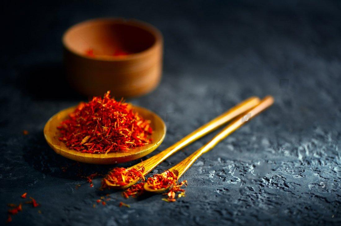 loi-ich-cua-saffron-nhuy-hoa-nghe-tay